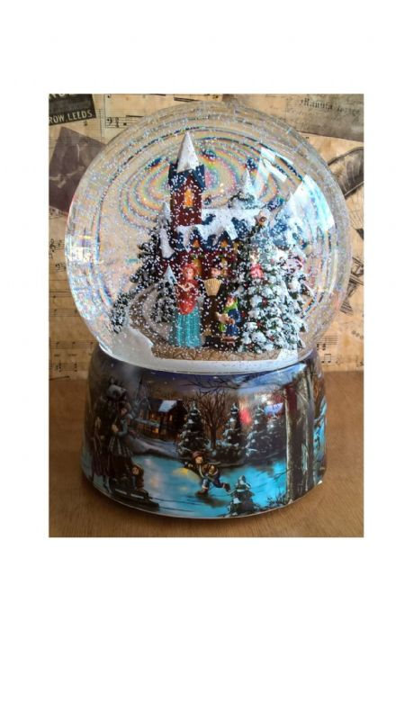 Large Snow Globe with Carol Singers 55118